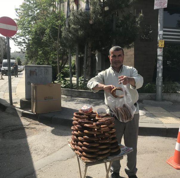 Ankara Sokaklarının Emektarları: Altındağ, Yeniziraat Simitçisi İbrahim Ağabey'le Söyleşi